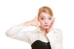 Τηλέφωνο Ανησυχημένη επιχειρηματίας που κάνει να με καλέσει χειρονομία στοκ φωτογραφίες με δικαίωμα ελεύθερης χρήσης