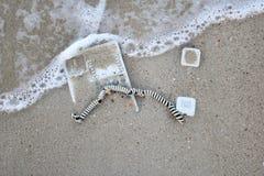 Τηλέφωνο γραφείων στην άμμο στην παραλία Στοκ Εικόνες