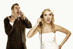 Τηλέφωνο ζευγών γαμήλιας μανίας που φωνάζει, δυσκολίες σχέσης Στοκ φωτογραφίες με δικαίωμα ελεύθερης χρήσης