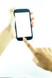 Τηλέφωνο κυττάρων με την οθόνη επαφής στο θηλυκό χέρι στο άσπρο υπόβαθρο Στοκ Εικόνες