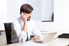Τηλέφωνο ομιλίας επιχειρηματιών Στοκ Φωτογραφία