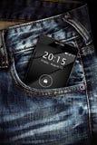 Τηλέφωνο στην τσέπη τζιν στοκ φωτογραφία