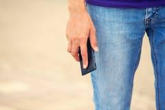Τηλέφωνο στο ανθρώπινο χέρι Στοκ Φωτογραφία