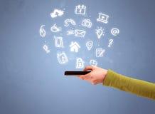 Τηλέφωνο ταμπλετών εκμετάλλευσης χεριών με τα συρμένα εικονίδια Στοκ φωτογραφία με δικαίωμα ελεύθερης χρήσης
