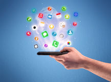 Τηλέφωνο ταμπλετών εκμετάλλευσης χεριών με app τα εικονίδια Στοκ εικόνες με δικαίωμα ελεύθερης χρήσης