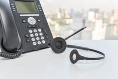 Τηλέφωνο IP και συσκευή κασκών Στοκ φωτογραφία με δικαίωμα ελεύθερης χρήσης