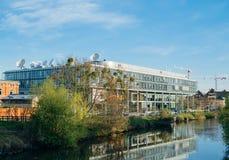 Τηλεοπτική έδρα ARTE σε ένα πρωί με το ανεπαρκές κανάλι ποταμών Στοκ φωτογραφίες με δικαίωμα ελεύθερης χρήσης