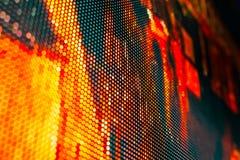 Τηλεοπτικός τοίχος των φωτεινών χρωματισμένος οδηγήσεων με το υψηλό διαποτισμένο σχέδιο - clos Στοκ Εικόνα