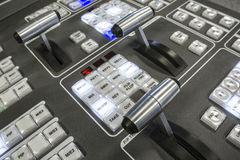 Τηλεοπτικός Switcher παραγωγής της τηλεοπτικής ραδιοφωνικής μετάδοσης Στοκ Εικόνες