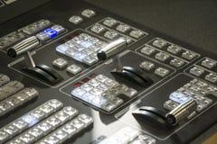 Τηλεοπτικός Switcher παραγωγής της τηλεοπτικής ραδιοφωνικής μετάδοσης Στοκ εικόνα με δικαίωμα ελεύθερης χρήσης