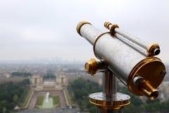 Τηλεσκόπιο στον πύργο του Άιφελ Στοκ Εικόνες