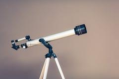 Τηλεσκόπιο στο τρίποδο Στοκ Εικόνα