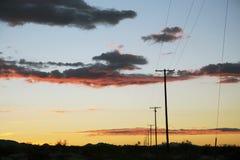 Τηλεφωνικές ψηφοφορίες στο ηλιοβασίλεμα, διακρατικά 10, κοντινό Παλμ Σπρινγκς, Καλιφόρνια, ΗΠΑ Στοκ Εικόνες