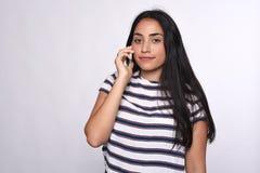 τηλεφωνική ομιλούσα γυναίκα Στοκ φωτογραφία με δικαίωμα ελεύθερης χρήσης