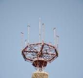 Τηλεφωνικός πύργος κυττάρων ή πύργος τηλεπικοινωνιών Στοκ Εικόνες