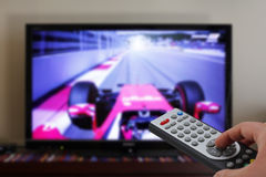 Τηλεχειρισμός TV σε μια φυλή αυτοκινήτων Στοκ φωτογραφία με δικαίωμα ελεύθερης χρήσης
