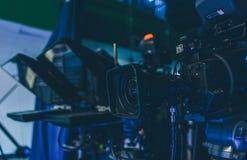 Τηλεόραση έτοιμη για φωτογραφική επανεμφάνιση στην εργασία στην κινηματογράφηση σε πρώτο πλάνο στούντιο Στοκ Εικόνες