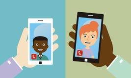 Τηλεδιάσκεψη με τους φίλους με έξυπνο τηλέφωνο Στοκ εικόνες με δικαίωμα ελεύθερης χρήσης