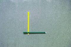 Τη ζωηρόχρωμη μάνδρα καθορισμένη το αγγλικό σύμφωνο στο υπόβαθρο gliter στοκ φωτογραφίες με δικαίωμα ελεύθερης χρήσης
