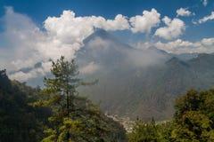 Τη Σάντα Μαρία που αφήνονται και Cerro de Quemado τα σωστά ηφαίστεια, Guatema στοκ φωτογραφίες με δικαίωμα ελεύθερης χρήσης