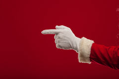 Τη φωτογραφία Άγιου Βασίλη που φορούν γάντια παραδίδει την υπόδειξη της χειρονομίας δάχτυλα Στοκ φωτογραφία με δικαίωμα ελεύθερης χρήσης