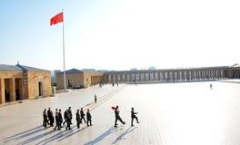 Τιμημένες φρουρές στο μαυσωλείο Ataturk Στοκ φωτογραφίες με δικαίωμα ελεύθερης χρήσης