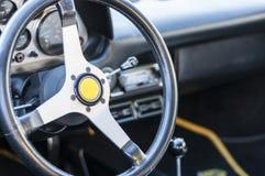 Τιμόνι αθλητικών αυτοκινήτων Στοκ εικόνα με δικαίωμα ελεύθερης χρήσης