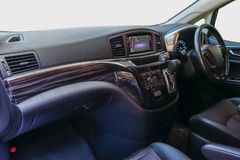 Τιμόνι και ταμπλό το εσωτερικό του αυτοκινήτου, WI Decoratd στοκ φωτογραφία