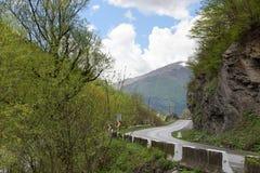 Τμήμα του της Γεωργίας στρατιωτικού δρόμου Καυκάσια κορυφογραμμή, Γεωργία στοκ φωτογραφία
