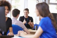 Τμήμα υπηρεσιών σπουδαστών πανεπιστημίου που παρέχει τις συμβουλές Στοκ Εικόνα