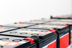 Τμηματικές συνημμένες μπαταρίες για το UPS Στοκ Εικόνα