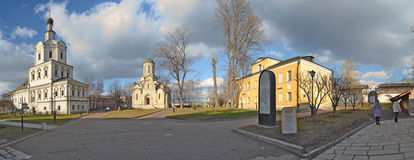 Τοίχοι και πύργοι μοναστηριών Andronikov Μόσχα Ρωσία Στοκ Φωτογραφίες
