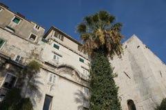 Τοίχοι παλατιών Diocletian στη διάσπαση Στοκ Φωτογραφία