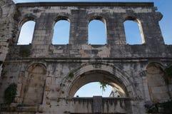 Τοίχοι παλατιών Diocletian στη διάσπαση Στοκ Φωτογραφίες