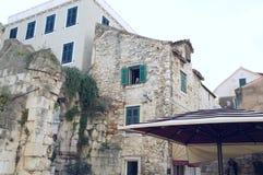 Τοίχοι παλατιών Diocletian στη διάσπαση Στοκ φωτογραφία με δικαίωμα ελεύθερης χρήσης