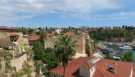 Τοίχοι πόλεων και το Oldtown Antalya, Kaleici, στην Τουρκία Στοκ Εικόνα