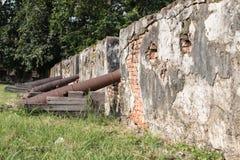 Τοίχοι του αρχαίου πυροβόλου Στοκ Εικόνες