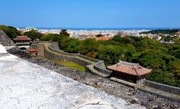 Τοίχοι του Castle Shurijo και άποψη της Νάχα Στοκ φωτογραφίες με δικαίωμα ελεύθερης χρήσης