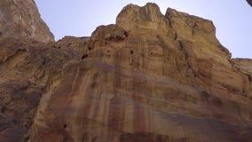Τοίχοι φαραγγιών στον τρόπο στη Petra φιλμ μικρού μήκους