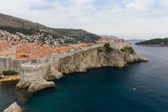 Τοίχοι ωκεανών και πόλεων στην παλαιά κωμόπολη Dubrovnik ` s Στοκ Εικόνες