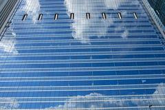 Τοίχος γυαλιού ουρανοξυστών στοκ φωτογραφίες