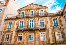 Τοίχος ενός αρχαίου παλατιού που καλύπτεται με Azulejo, μια χαρακτηριστική διακόσμηση της πορτογαλικής αρχιτεκτονικής στοκ φωτογραφία