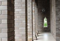 Τοίχος και παράθυρο πετρών στυλοβατών Στοκ Εικόνες