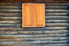 Τοίχος καμπινών κούτσουρων. Στοκ φωτογραφίες με δικαίωμα ελεύθερης χρήσης