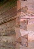τοίχος κούτσουρων γωνιώ&nu Στοκ εικόνες με δικαίωμα ελεύθερης χρήσης