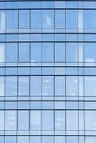 Τοίχος με τα παράθυρα γυαλιού Στοκ εικόνες με δικαίωμα ελεύθερης χρήσης