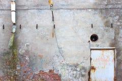 Τοίχος με το ασβεστοκονίαμα αποφλοίωσης, grunge υπόβαθρο για το σχέδιο Στοκ φωτογραφία με δικαίωμα ελεύθερης χρήσης