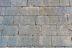 Τοίχος με το ελληνικό χειρόγραφο στο αμφιθέατρο στην αρχαία πόλη Patara Lycian Τουρκία Στοκ Φωτογραφία