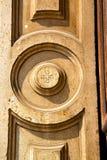 τοίχος Μιλάνο στην παλαιά συγκεκριμένη πέτρα μωσαϊκών της Ιταλίας Στοκ Εικόνες