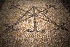τοίχος Μιλάνο της Ιταλίας στην παλαιά πέτρα μωσαϊκών εκκλησιών συγκεκριμένη Στοκ εικόνες με δικαίωμα ελεύθερης χρήσης
